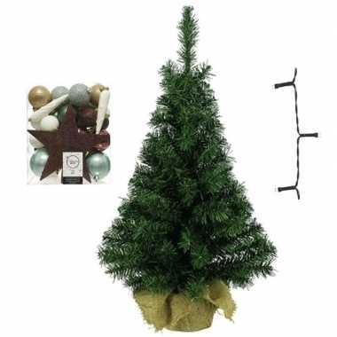 Kleine kunst kerstboom met verlichting en kerstballen natuurtinten