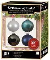 Wit grijs ijsblauw donkerblauw kerstballen pakket 92 delig voor 150 cm boom