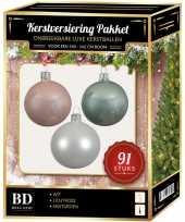 Witte mint lichtroze kerstballen pakket 91 delig voor 150 cm boom